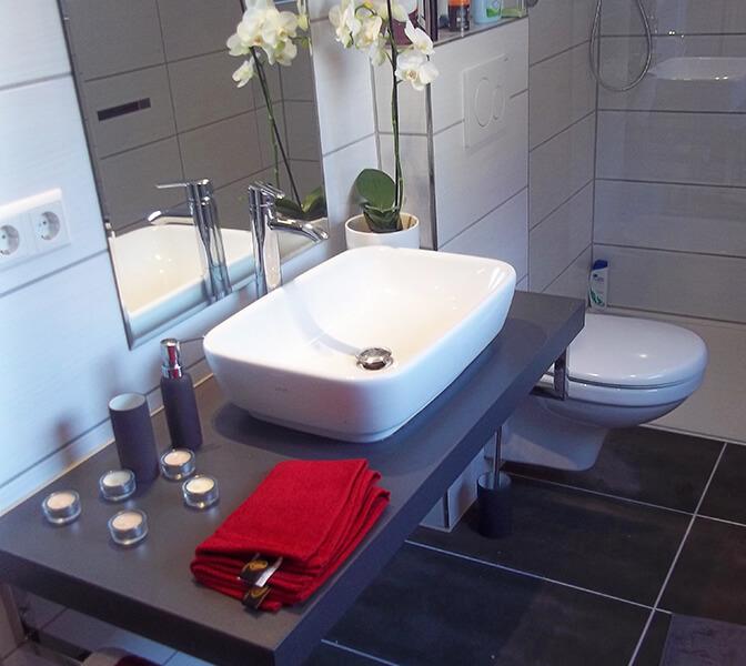 bad sanit r lutz. Black Bedroom Furniture Sets. Home Design Ideas